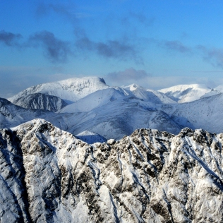aonach-eagach-ben-nevis-scotland-winter-mountaineering