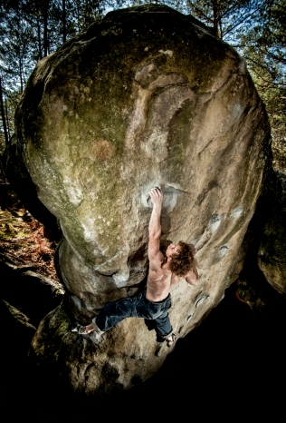 bouldering-fontainebleau-france-climbing