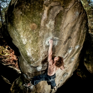 bouldering-fontainebleau-france-climbing