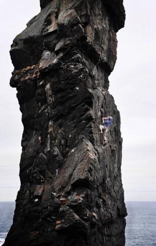 trad-climbing-scotland-berwickshire-sea-stack